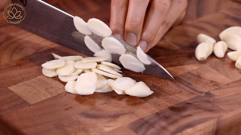 Pasta with Garlic and Olives Recipe, slicing garlic