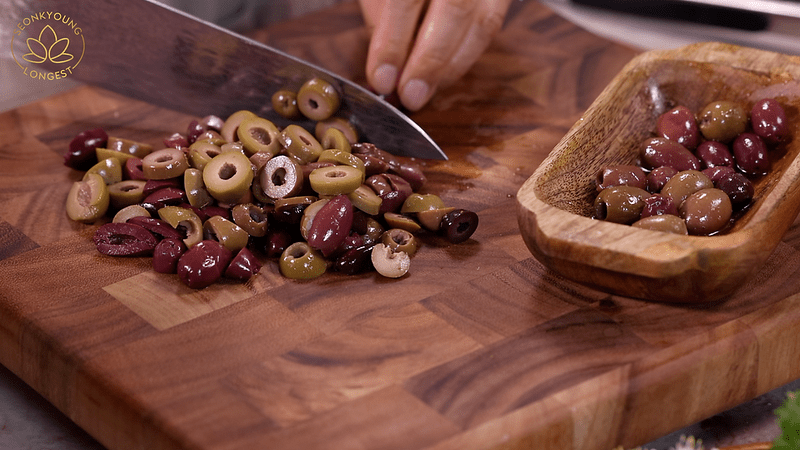 Pasta with Garlic and Olives Recipe, slicing olives