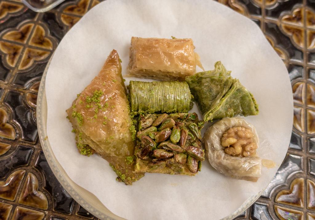 Eat in Istanbul - Karaköy Güllüoğlu - Turkish Baklava