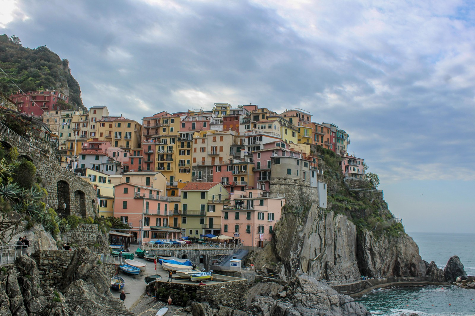 not sure where to stay when visiting cinque terre? give manarola a chance!