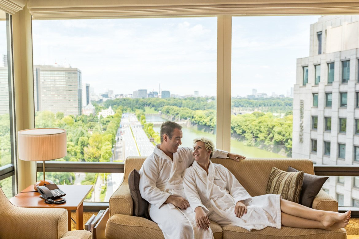 Couples need to make time for each other to keep the romance alive. Here are 8 travel experience days for couples for some inspiration. #couplestravel #luxurytravel #romantictravel #honeymoon #anniversary