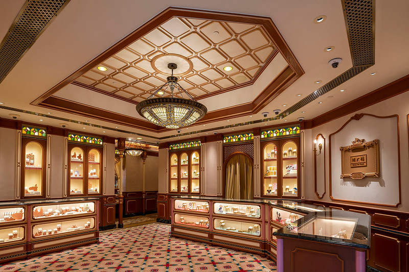 hong kong disneyland castle of magical dreams interior (1)