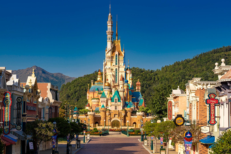 hong kong disneyland castle of magical dreams exterior (7)
