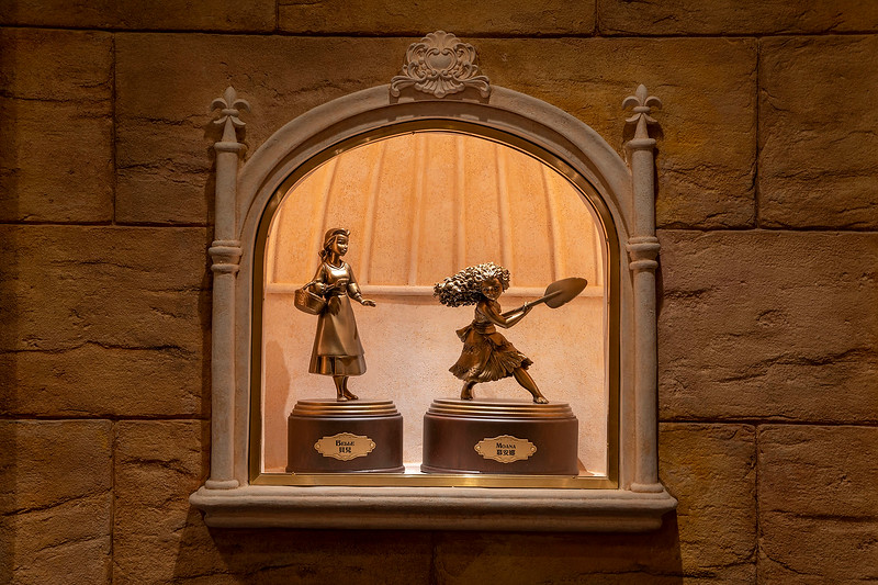 hong kong disneyland castle of magical dreams interior (2)