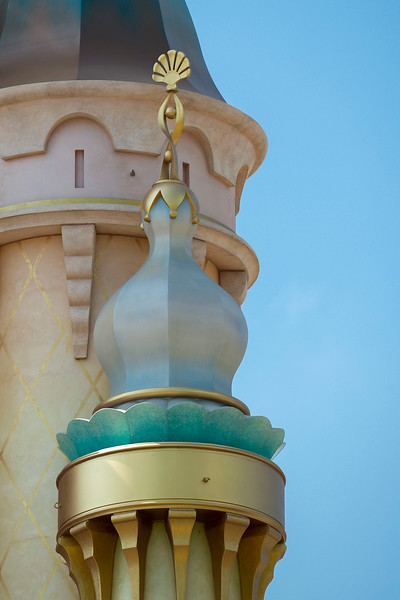 hong kong disneyland castle of magical dreams tower details (15)