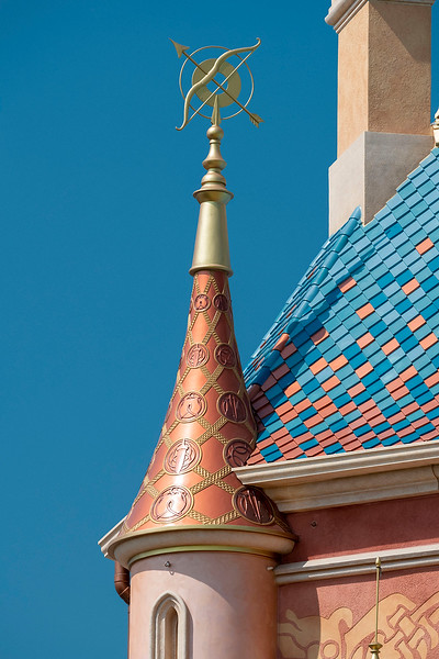 hong kong disneyland castle of magical dreams tower details (10)