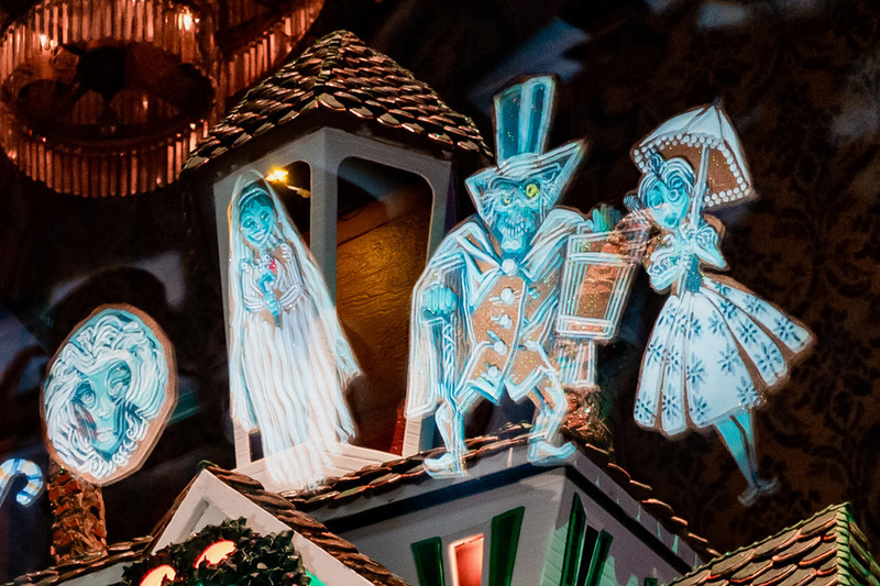 haunted mansion holiday 2019 gingerbread house6