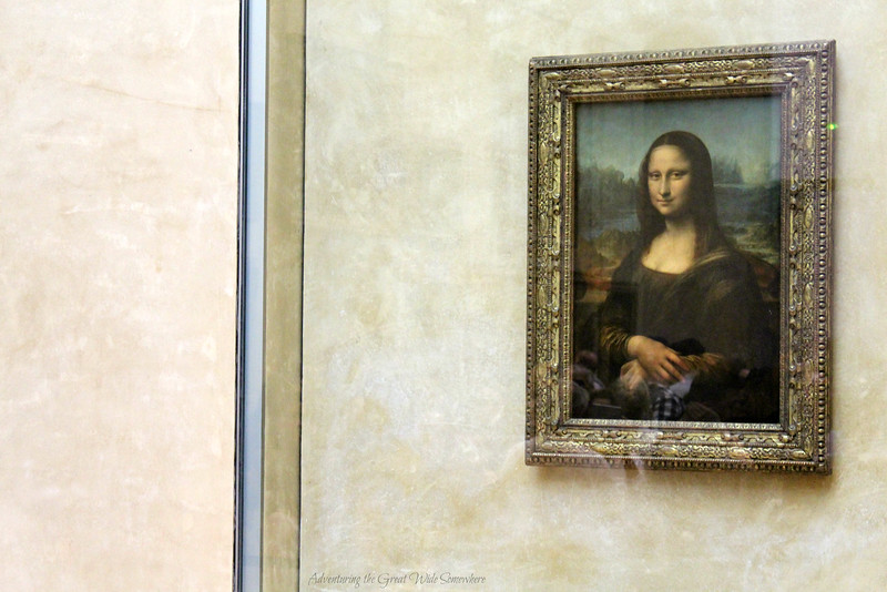 The Mona Lisa, protected by a thick layer of glass