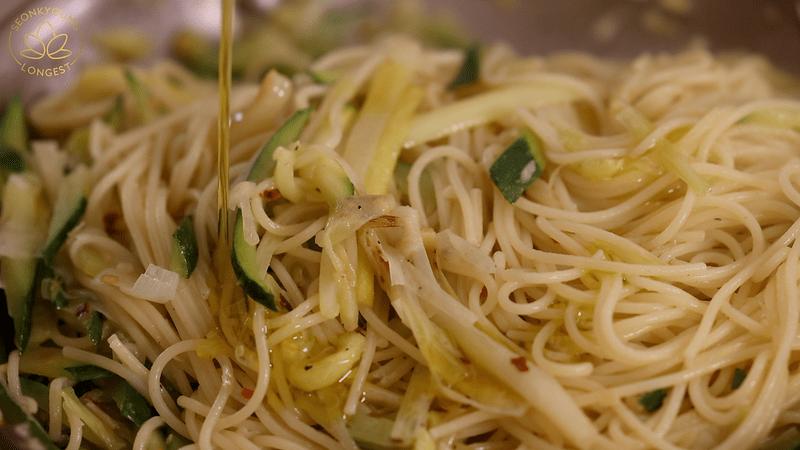 Summer Pasta with Zucchini Recipe Vegan - finish with evoo