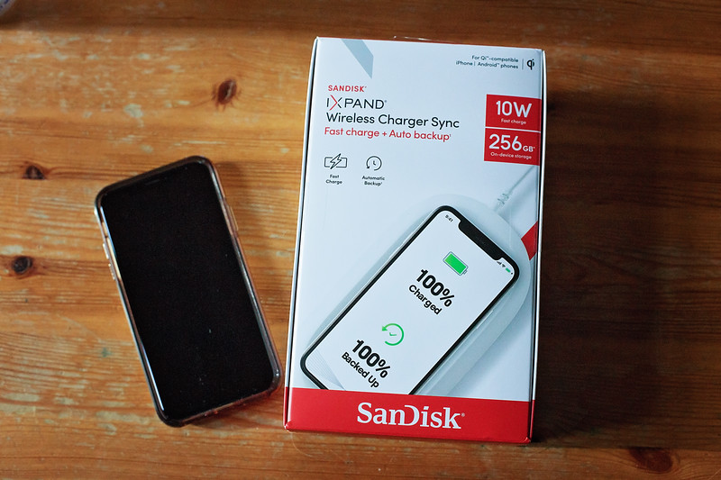 #AD The Ixpand Wireless Charger Sync from SanDisk is the world's first wireless charger with automatic backup - read more! #IxpandCharger #IC
