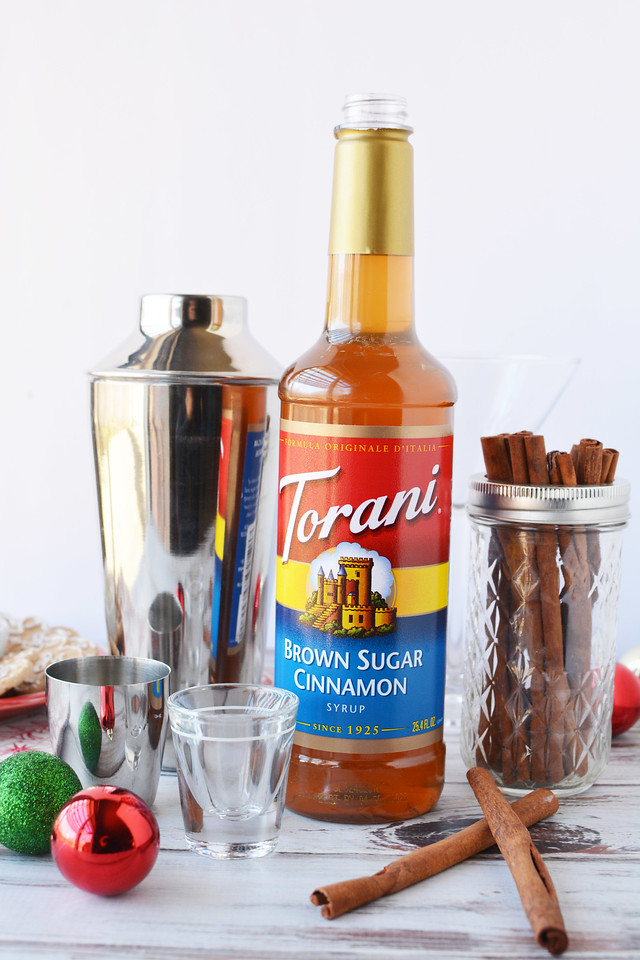 #AD This Eggnog Martini made with Brown Sugar Cinnamon #Torani is perfect for a holiday party or tree trimming! #atoraniholiday #holidaydrinks @ToraniFlavor