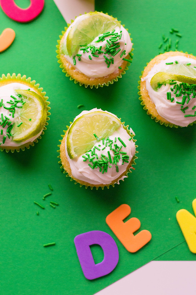 Ready to party this weekend? Make these Margarita Cupcakes For Cinco de Mayo. #recipe