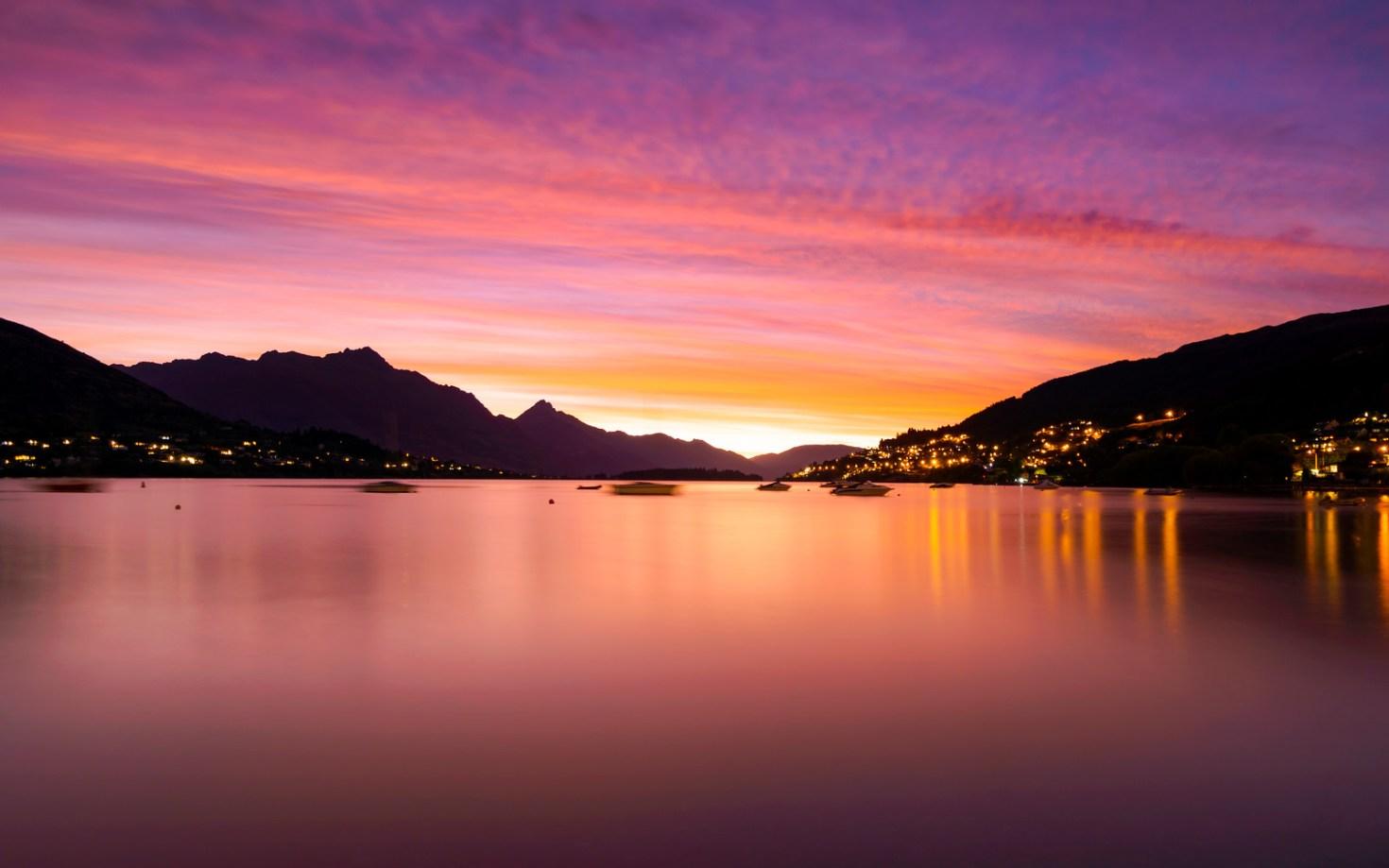 New Zealand - Sunset over Lake Wakatipu