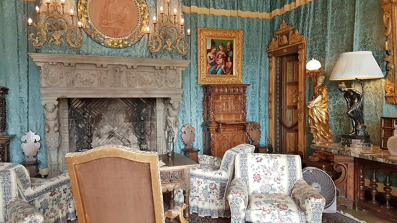 California road trip - Hearst Castle guest room