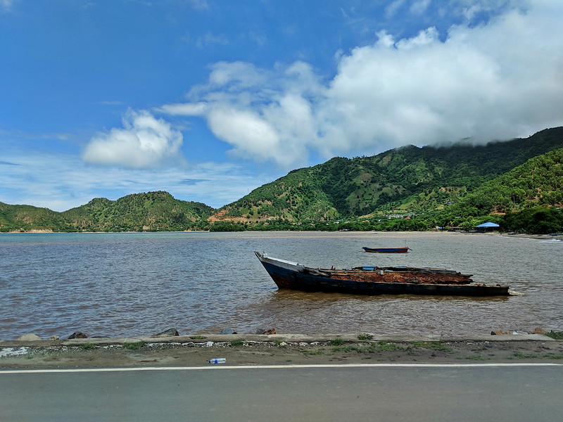 Travel Guide to Dili - road to Cristo Rei