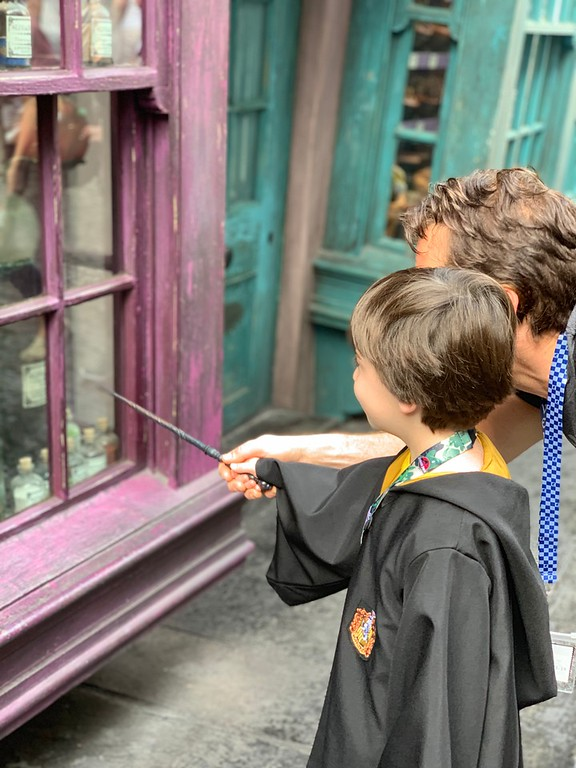 Looking to travel to Universal Orlando Resort? Here are 7 ways to make the best out of your family vacation. Get ready for great fun! #ad #ReadyForUniversal