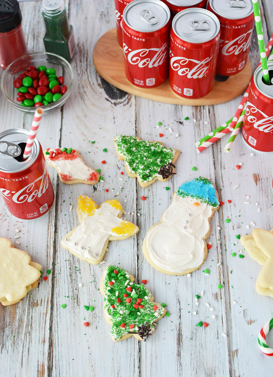There's a moment you know it's the holiday season. Here's our favorite holiday traditions. Plus, enter to win a trip to LA #sweepstakes #ad #CocaColaHoliday