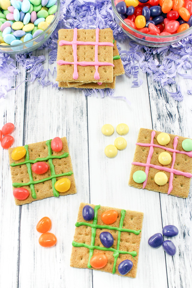 Looking for an incredible and edible activity, #recipe, and #craft for #Easter? This Tic Tac Toe game will delight all ages, and it's delicious to eat too!