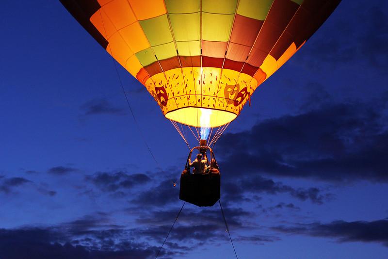 hot air balloon ride at night