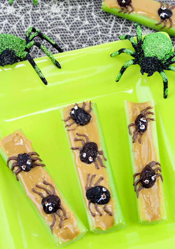 These Healthy Halloween Appetizers are spooky and delicious! Be the hit of the class party, or a Halloween dinner at home with spooky Spider Celery. So good