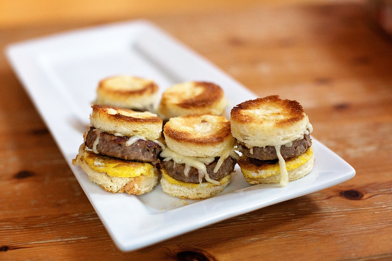 #ad My delicious baked sausage, egg, & cheese breakfast sliders are absolutely delicious and are made easily with @KingsHawaiian Sliced Hawaiian Sweet Bread