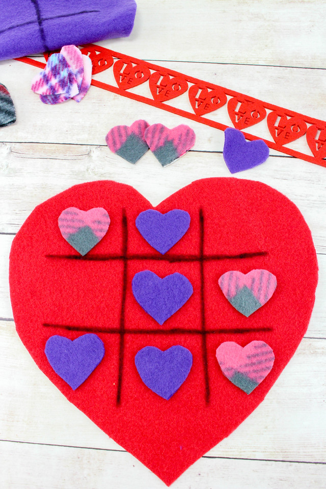 Who doesn't love a good Valentine's Day craft? This cute tic-tac-toe game can be made for Valentine's Day Or any day of the year!!! Easy to make and a perfect DIY for kids!!