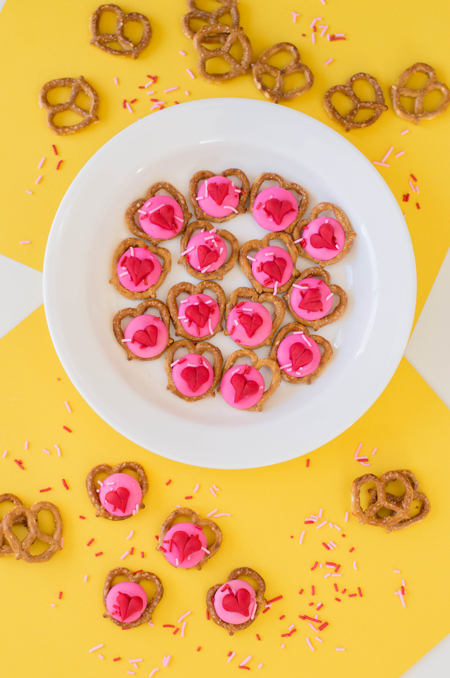 These Valentine Pretzel Snacks for Valentine's Day are perfect for the classroom, house, or really anything! Use fondant or heart candy for the final touch!