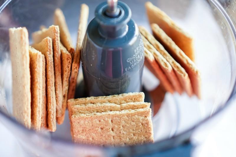 graham crackers in blender