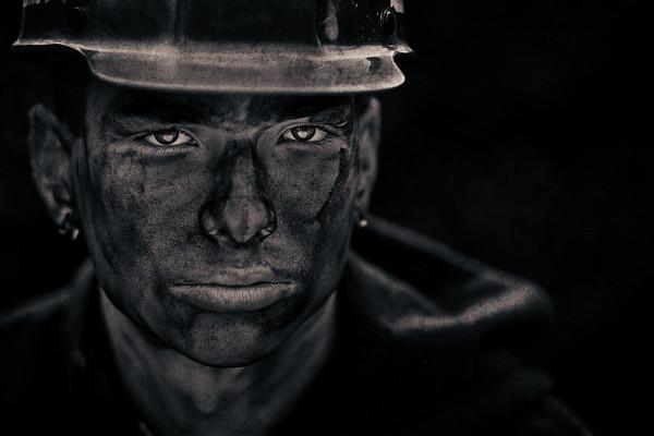 Dark soot senior portraits by Amanda Reed