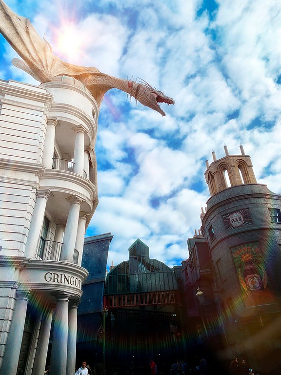 Looking to travel to Universal Orlando Resort? There is SO MUCH to do, see, taste and enjoy. Here are10 favorite #family experiences: #ad #ReadyForUniversal