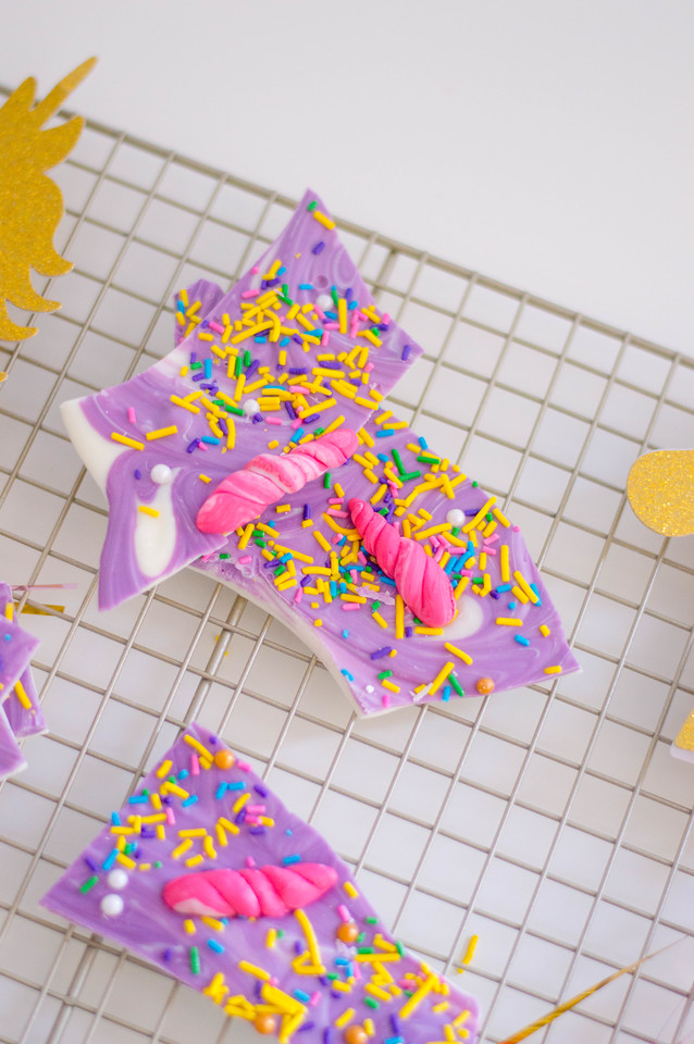 This Unicorn Bark Recipe has it all! It's pretty, tasty, and perfect for all things unicorn and unicorn party. Do you believe in unicorns? You will believe!