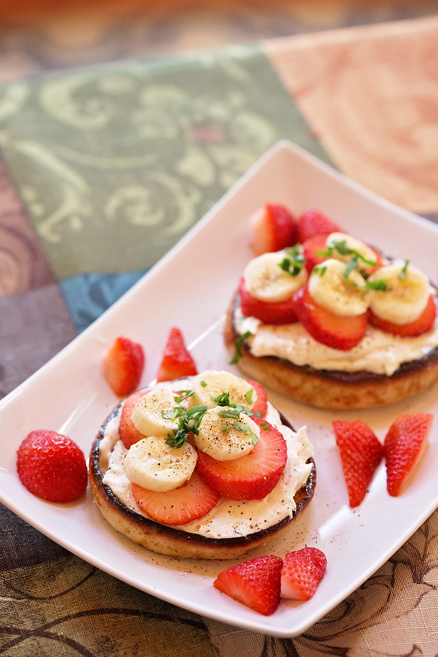 Enter the What Moms Want Sweepstakes with #baysenglishmuffins! And enjoy this delicious recipe for Fruit and Mascarpone English Muffins. It's the most perfect Mother's Day Brunch meal! #ad
