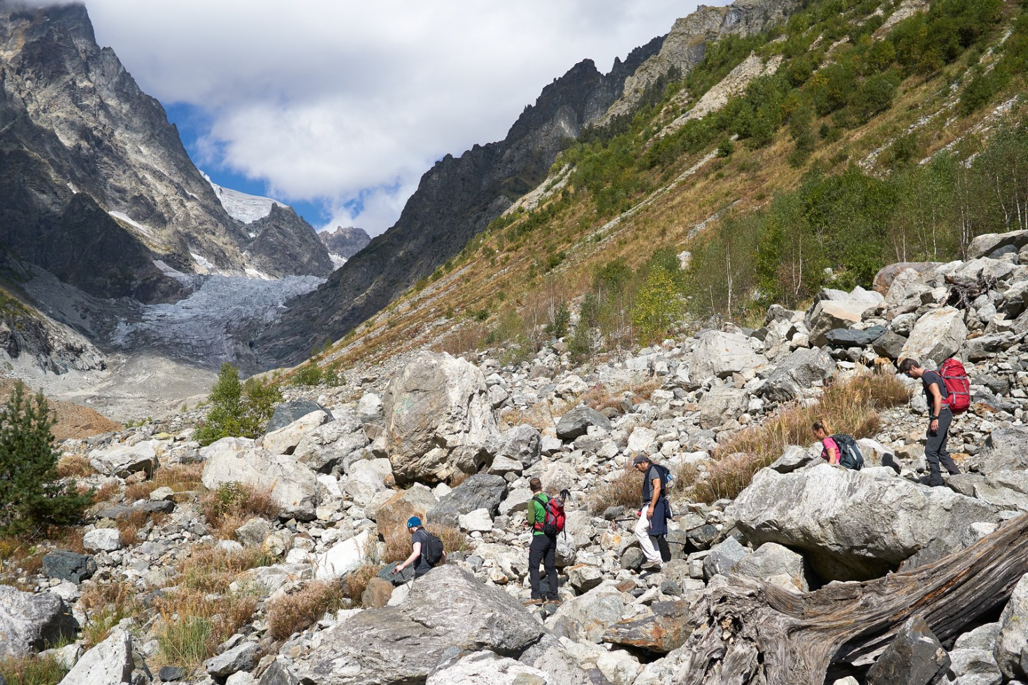 Our hike towards the glacier