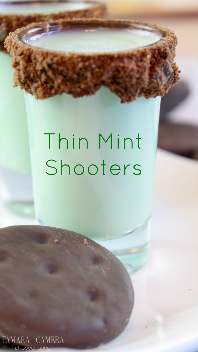 Whether it's #StPatricksDay or not, these Thin Mint Shooters are sure to be a hit at any party! They are so delicious and easy to make. WOW guests. #recipe