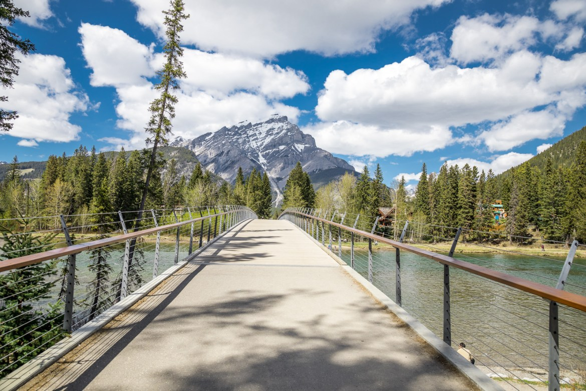 Looking for luxury lodging on your next trip to Banff? Check out our pros & cons of the Fairmont Banff Springs Hotel | luxury hotel, luxury Banff hotels, Fairmont Canada hotels, Banff places to stay