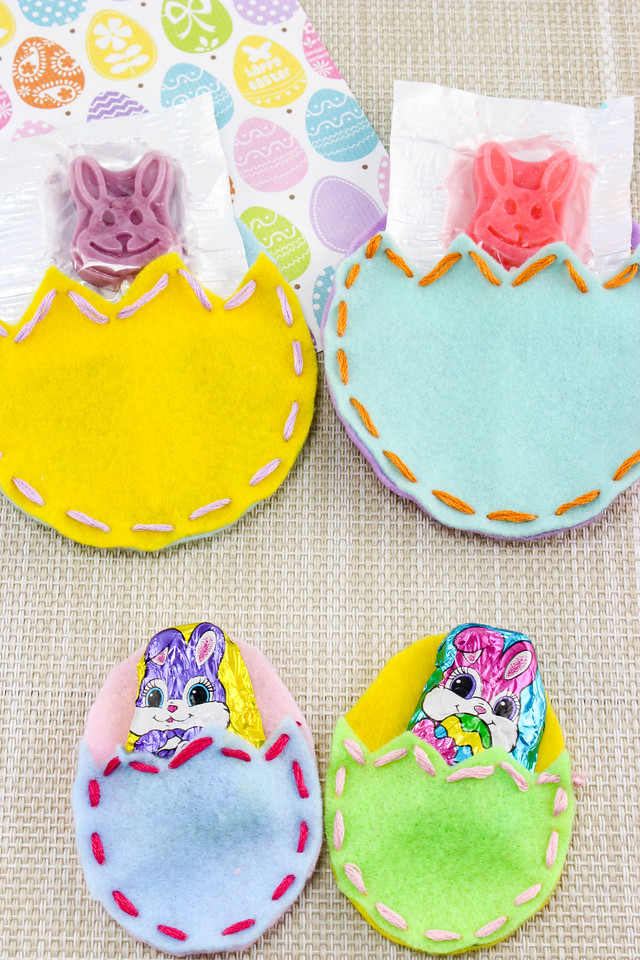 You will not be able to believe the cuteness of these Easter Egg Felt Pouches. They're easy to make, and then fill them with your favorite #Easter treats.