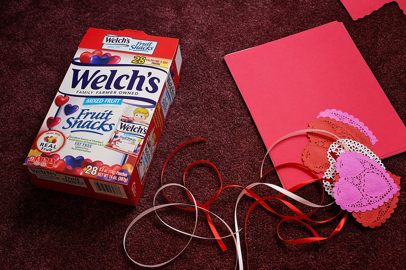 Do your kids still need to make #valentines for school or home? Here's a perfect treat with Welch's Fruit snacks in Valentine's Day colors and hearts! #New