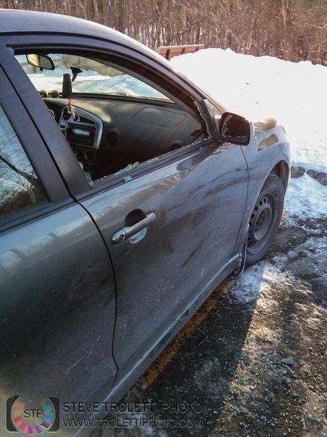 Broken car window - Bois Papneau