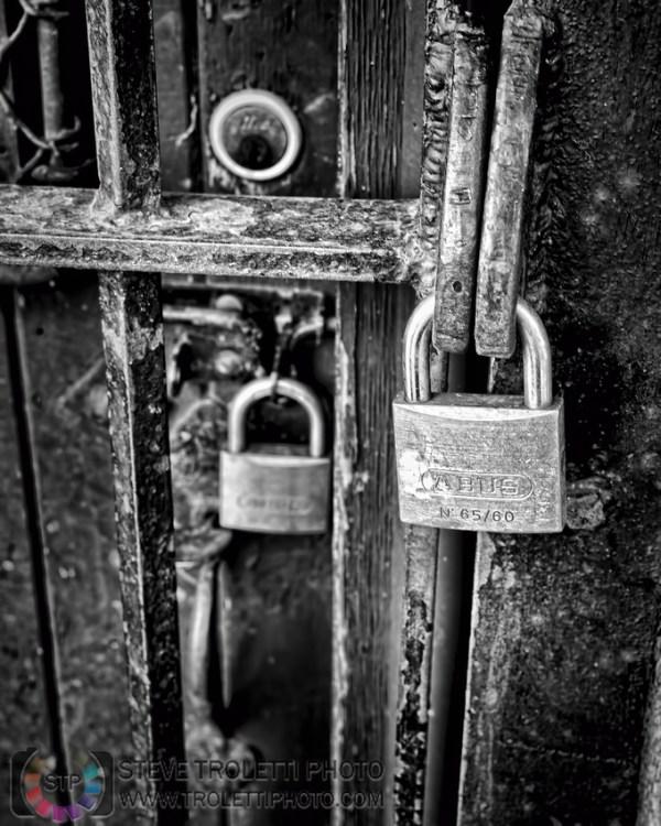 Steve Troletti Editorial, Nature and Wildlife Photographer: Doors and Locks / Portes et serrures &emdash; Locked / Verrouillés