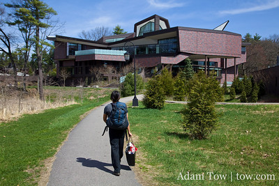Rae walks to the Student Center at Wellesley College