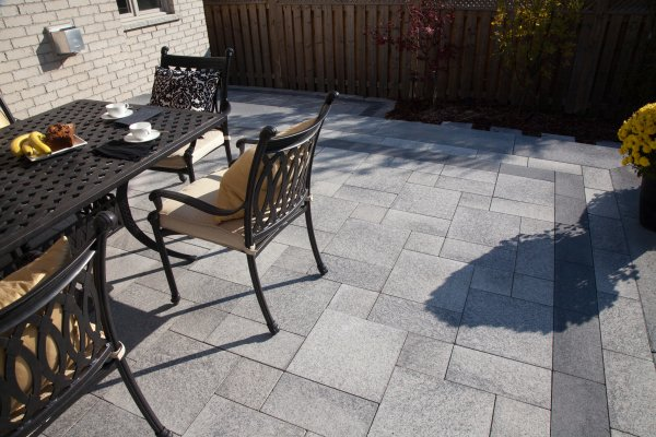 umbriano paver patio with border by