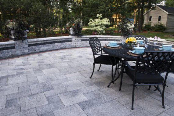 Umbriano paver patio with Brussels Dimensional wall by
