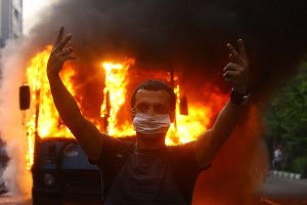 https://i0.wp.com/photos.upi.com/slideshow/full/fd355a5a15c812f22697de84e09714ca/Post-Election-Riots-in-Iran.jpg?resize=600%2C400&ssl=1