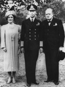 Winston Churchill mit der britischen Königsfamilie