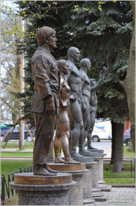 Картинки по запросу Памятник дзюдоисту Тагиру Хайбулаеву