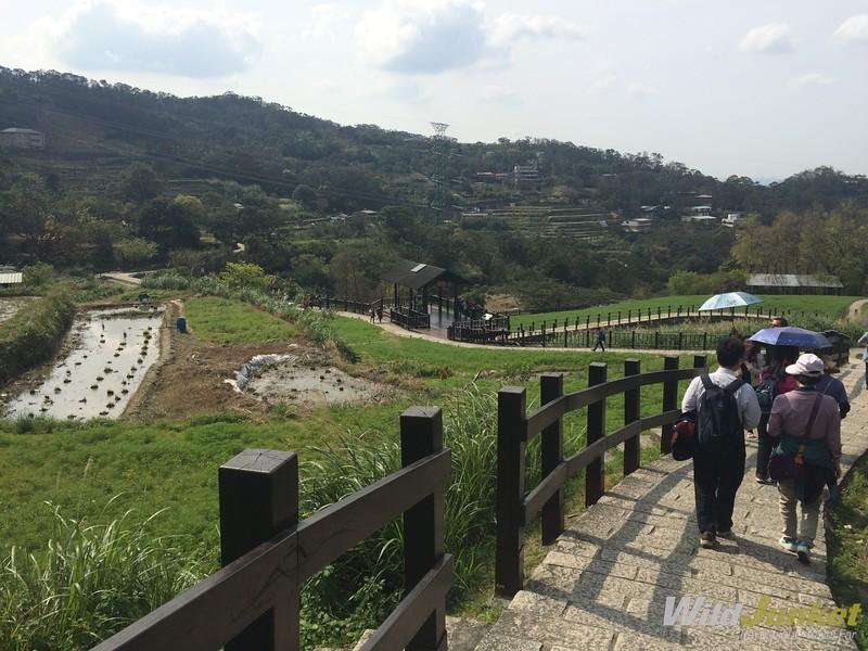 things to do in taipei taiwan - Walking the trails in Maokong