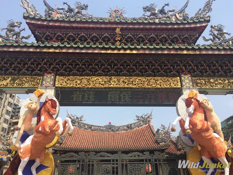 things to do in Taipei taiwan - Longshan Temple