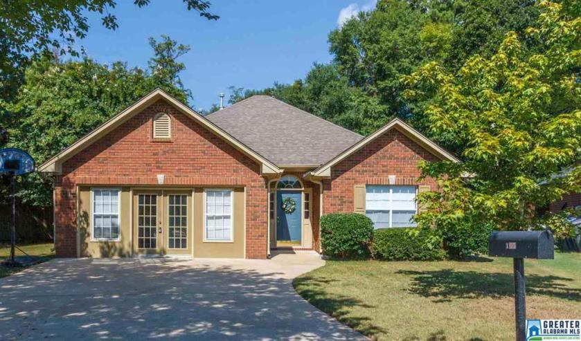 Property for sale at 165 Hickory Point Dr, Helena,  Alabama 35080