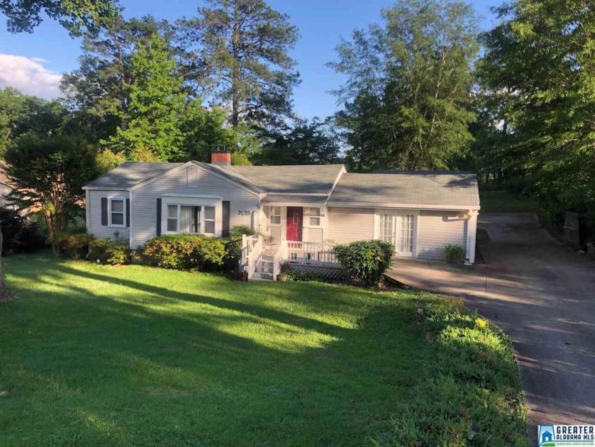 Property for sale at 2120 Lester Ln, Hoover,  Alabama 35226