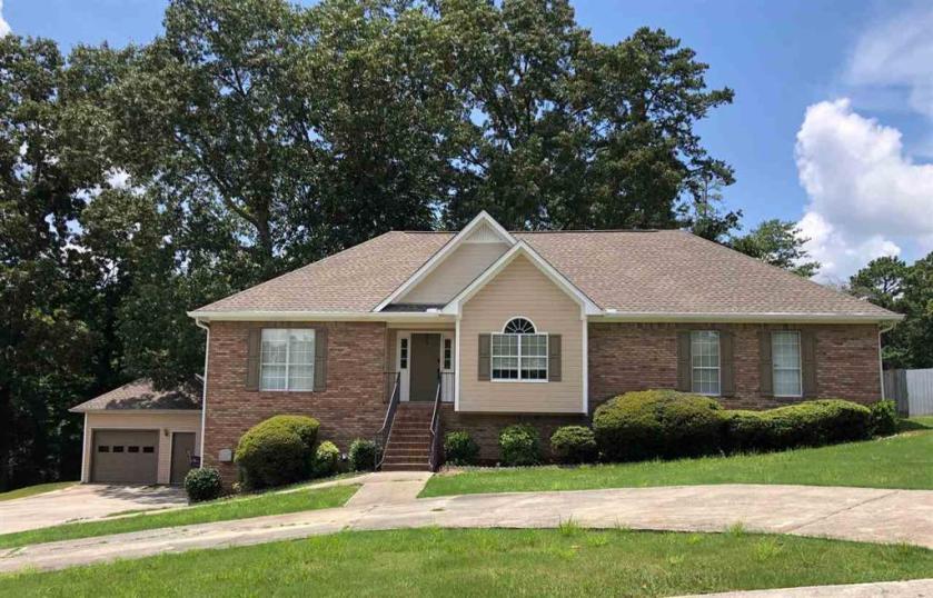 Property for sale at 1094 Kings Forest Dr, Leeds,  Alabama 35094